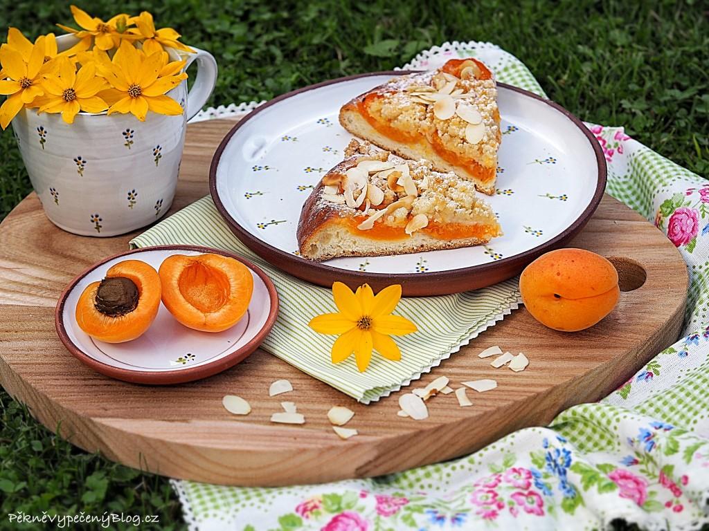 Kynuté koláče s meruňkami