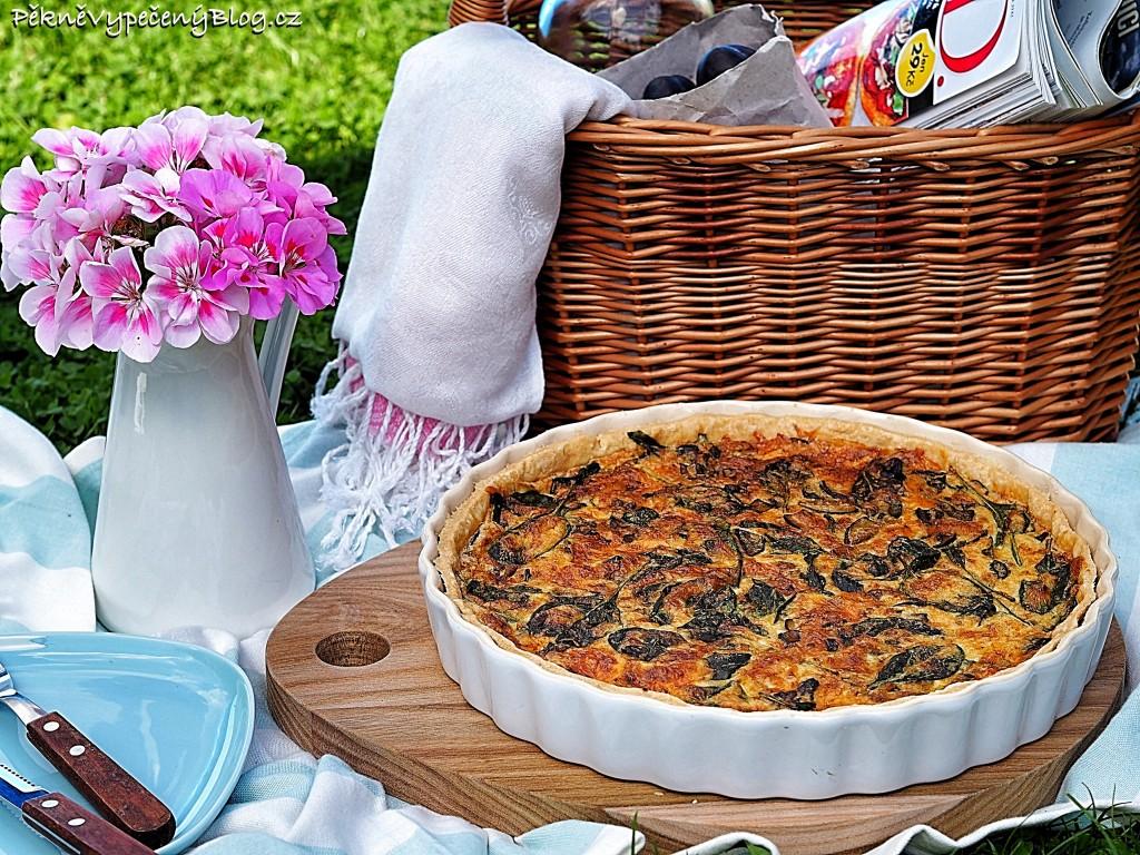 Houbovo-sýrový koláč se smetanou a špenátem
