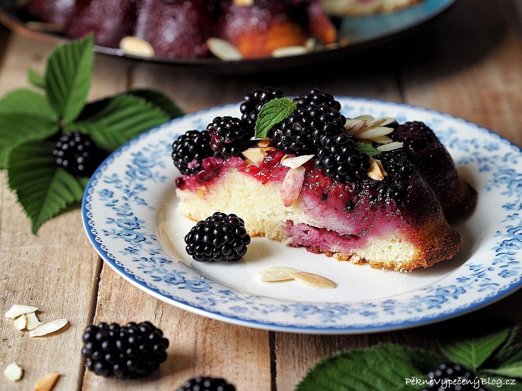 Obrácený koláč s ostružinami
