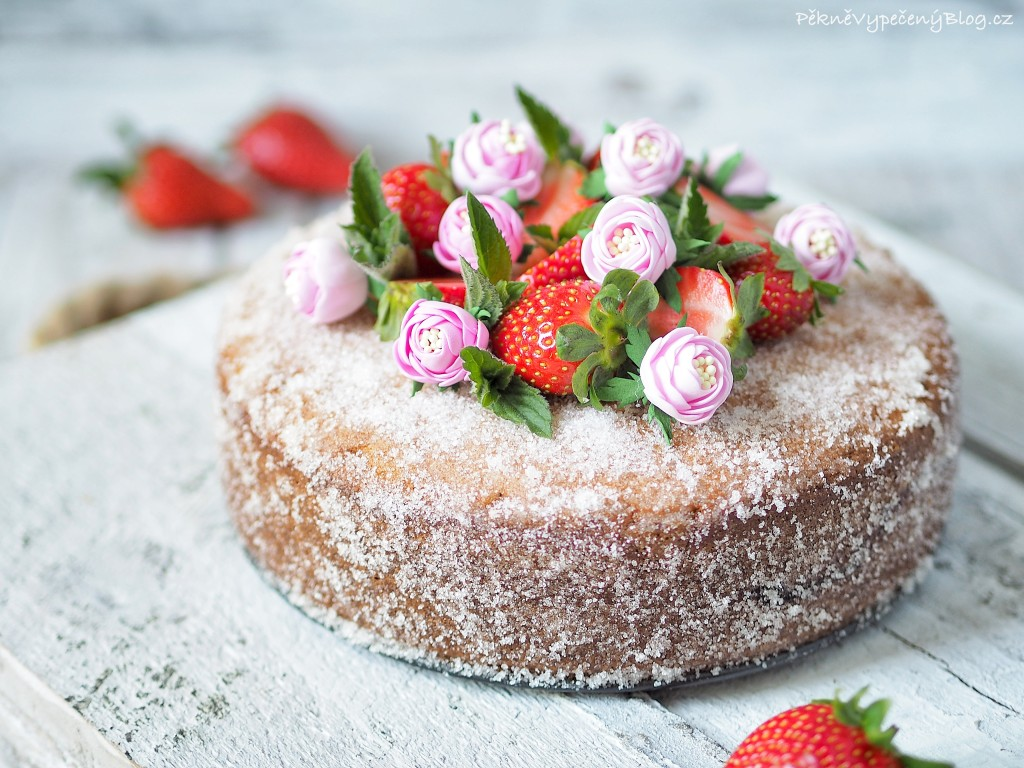 Cukrový dort s jahodami